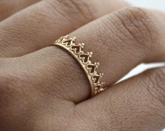 Or 14k Une couronne pour une reine. Bague fiançailles, mariage