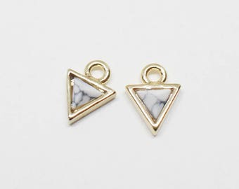 P0640/Anti-Tarnished Gold Plating Over Brass+Howlite/Tiny Triangle Howlite Pendant/5x5.5mm/2pcs