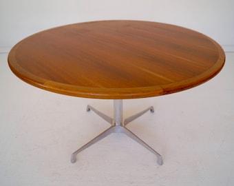 Beautiful Round Mid-Century Modern Dining Table w/ Herman Miller Inspired Design