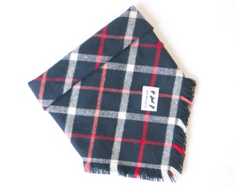 Navy plaid fray bandana- (DOG)