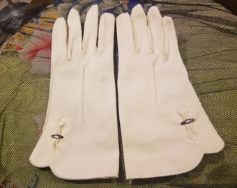 Vintage Stetson Ladies Gloves - White with Gem Accent Size 6.5