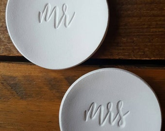 Set of Mr and Mrs Ring Dishes ~ Wedding Gift ~ Ring Bearer Bowl ~ Ring Dish ~ Mr & Mrs