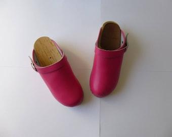Vintage 80s 90s Swedish Hanna Andersson Girl Leather Wood Clogs 5 34 Pink Buckle Ankle Strap Rubber Lift Kid Hipster Boho Sweden Glam Garb
