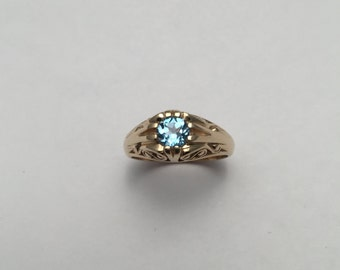 Style#1300-14Kt Yellow Gold Antique ring set with a 5 mm London Blue Topaz