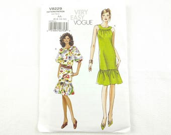 Vogue sewing pattern #V8229 for misses and misses' petite summer dress, sizes 6-12