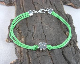 Bracelet clover St. Patrick's day