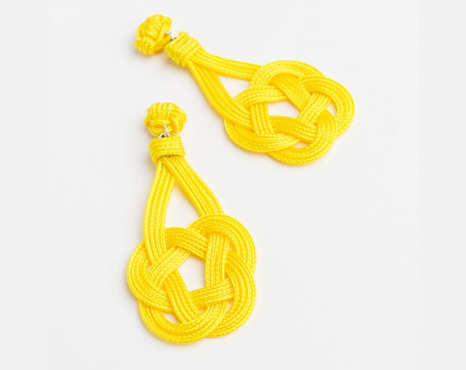 Celtic Shield Knot Earrings, Sz Small, Macrame earring, macrame, Solomon's knot, chinese knot, ornamental knot, nautical knot