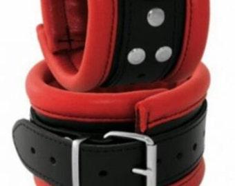 Studio-grade 6, 5 cm wide wrist cuffs!