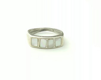 Vintage Sterling Silver Four Square Mother of Pearl Inlay Ring- Size 4.25