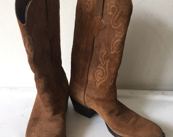 Brown men's cowboy boots, from real suede, soft suede, with embroidered, vintage style, western, old boots, men's size 10 D.