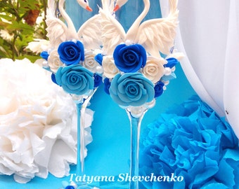 "Personalized wedding glasses ""Swans"" . Wedding glasses in blue and blue.Wedding swans"