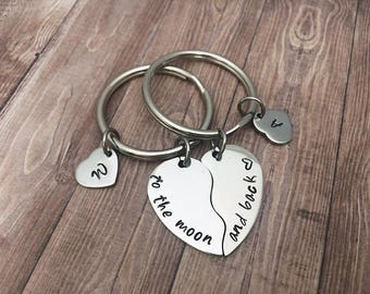 Anniversary gift keychain set - Valentine's day gifts keyring set half heart and initials - Personalized keyrings - Gifts for couples love