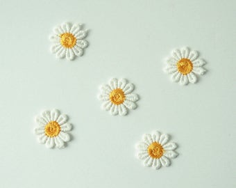 Lot of 5 Daisy Sew On Patch Embroidered Applique