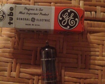 Electronic radio tube