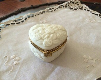 Heart-shaped jewelry box/gift for her/white heart casket/jewelry boxes with roses/Jewel boxes Formalities by Baum Bros