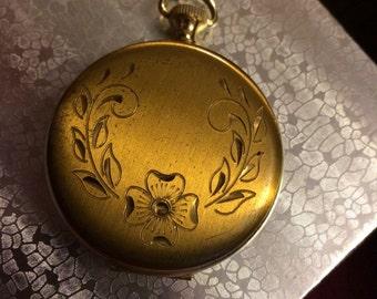 Vintage Etched Design Compact Locket Pendant