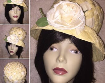 Vintage 1950s 50s 1960s 60s Ladies Straw and Silk Ribbon Bucket Summer Spring Beach  Woven Hat with White Rose Flower Accent