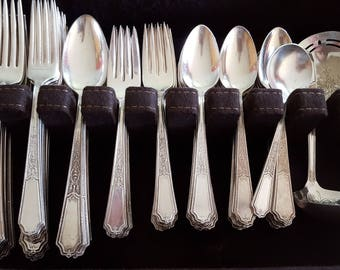 Gorgeous 1924 Ancestral Silverplate Flatware Set 139 Pieces With Case