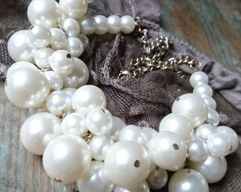 Vintage faux Pearl cluster necklace. Vintage jewellery. Vintage fashion. Gifts for her. Wedding jewellery. Costume jewellery.