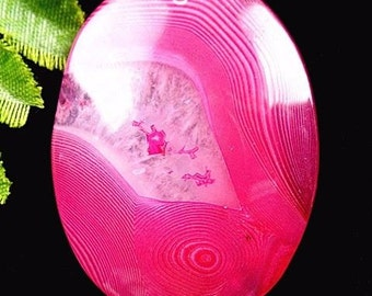 Amazing, unique pink striped agate pendant stone (261)