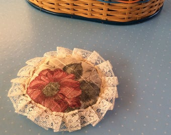 Vintage Pin Cushion - Novelty Sewing Gift - Floral Pincushion - Retro Sewing