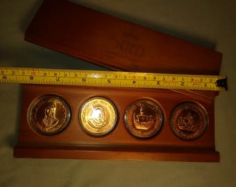 1992 Columbus Discovers America Quincentenary 4 Coin, Copper Round Set in Wood Case