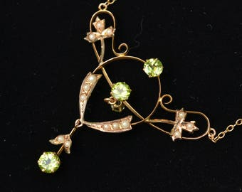 Edwardian Art Nouveau Peridot and Seed Pearls gold necklace