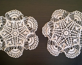 Set of 2 Vintage handmade crochet doily/Vintage Home decor