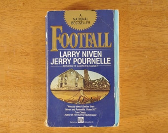 Footfall, Larry Niven & Jerry Pournelle, Paperback Science Fiction, 1985- (Contact shop to request actual ship cost for multi items)