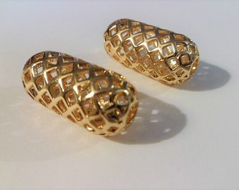 Gold plated filigree oval wire mesh
