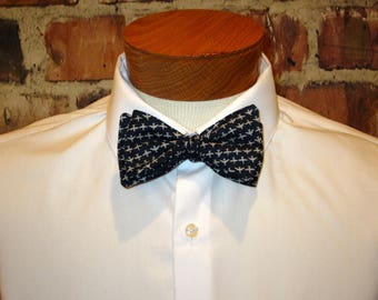 The Airplanes Bowtie - Bow Tie - Little white airplanes against a navy blue background