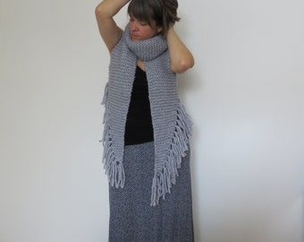 The stole of the troubadour (pale grey)