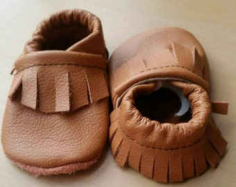 Brown baby moccasins, brown toddler moccasins, baby mocs, infant shoes, solid baby mocs, brown baby shoes, baby booties, fringe baby mocs
