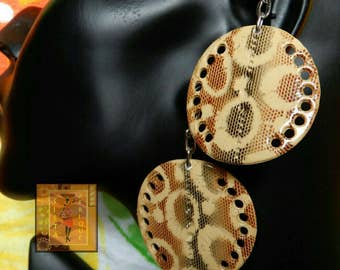 Light brown/ yellow painted circular earrings