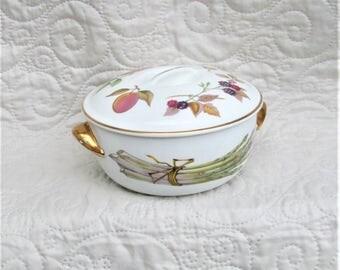 Vintage Porcelain, Royal Worcester Covered Dish, Porcelain serving bowls, English porcelain, bowls with lids, colorful porcelain