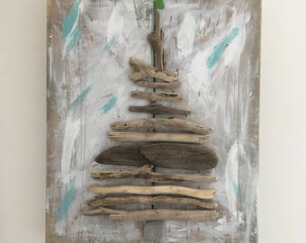 Beachy, driftwood Evergreen