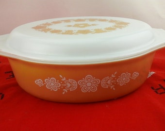 Vintage pyrex, gold butterfly pattern, two and a half quart casserole  baking dish.