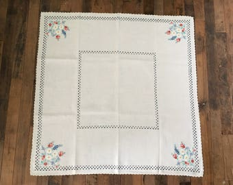 Vintage Linen Tablecloth with Napkins.Hand Embroidered