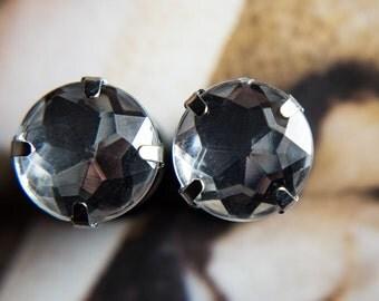 Pretty ear plugs with crystal clear gems, 2g - 6mm, 0g -8mm, 00g -10mm,
