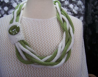 Necklace Ticot (knitting) twisted color: fern and white # 705