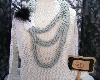 Knit collar with fingers (color: gray) with black feather # 709
