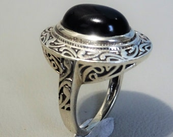 925 sterling silver ring with a black onyx - oval gem stone - gift for woman - hippie boho ring