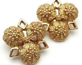 Sarah coventry Clip on Earrings Gold tone Three flowers Retro Vintage designer clip-on