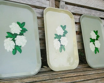 green metal luncheon trays with white gardenias - set of 3 - 1950s - serveware - TV dinner trays - cottage style - multi use trays - vanity