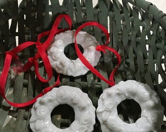 Set of 3 white floral wreath ornaments