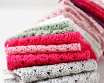 Miniature crochet blanket for dollhouse, Crochet blanket, Different colors,  Dollhouse blanket, Dollhouse accessories