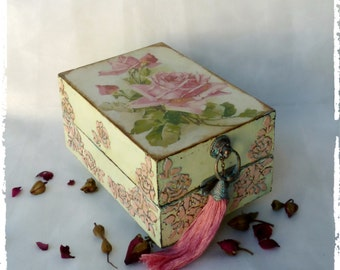 Shabby Chic Box,shabby chic trinket box,rose box,vintage Shabby jewelry box,Mint Blue Shabby Chic decor,Organizer,girl women gift,Cottage