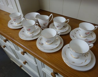 Universal Ware English Bone China Tea Set/Universal Pottery from Cambridge