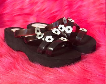 Vintage 90s flower power wedge sandals black and white flatform funky foam floral shoes wedges strappy hippie size 9
