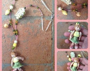 """Collana in ceramica con bambolina: """"la FRUTTIVENDOLA""""/ Clay necklace with doll """" GREENGROCER"""""""
